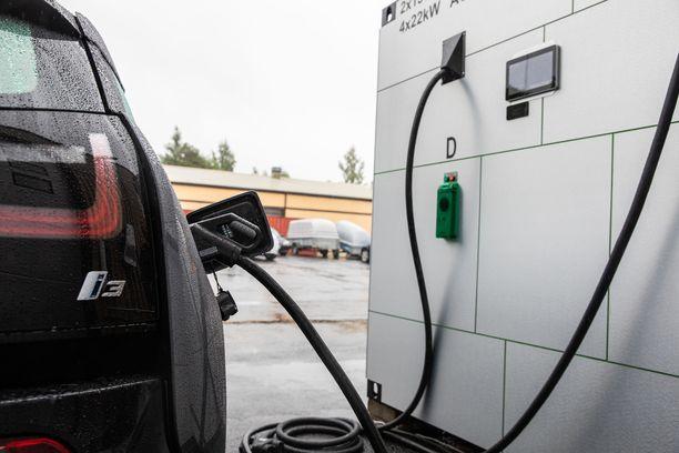 Sähköautot ovat mahdollisuus Suomelle.