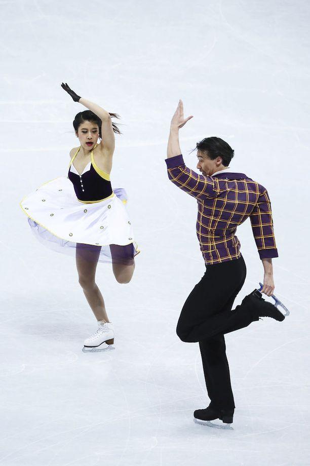 Japanin Kana Muramoton ja Chris Reedin puvuissa oli väriloistoa.
