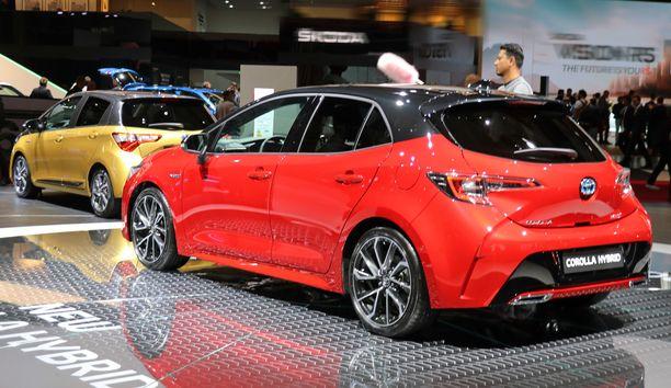 Myös Auriksen viisiovinen hatchback on nyt Corolla.