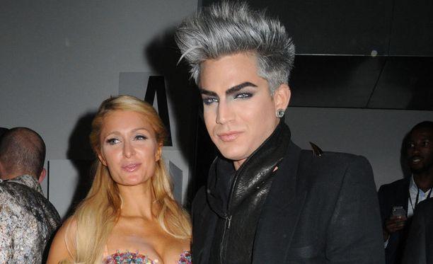 Adam ja Paris poseerasivat yhdessä The Blonds -muotinäytöksessä New Yorkissa.
