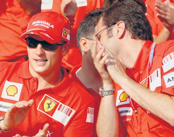 PUNAINEN PERHE Näin iloisissa merkeissä Kimi Räikkönen vietti Felipe Massan kunniaksi järjestettyjä Ferrarin voitonjuhlia Valenciassa.