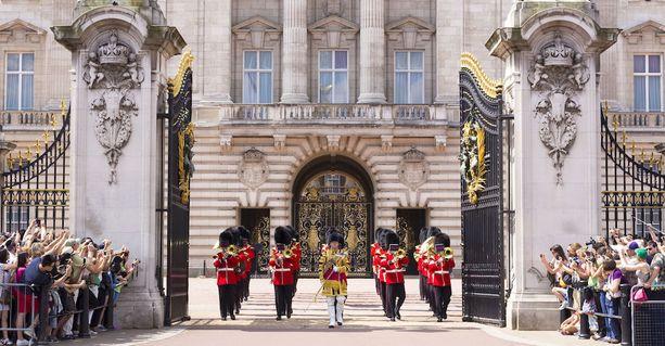 Buckinghamin palatsin perinteinen vahdinvaihto.