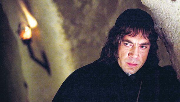 Javier Bardem näyttelee moraalitonta, takkia kääntävää munkki Lorenzoa.