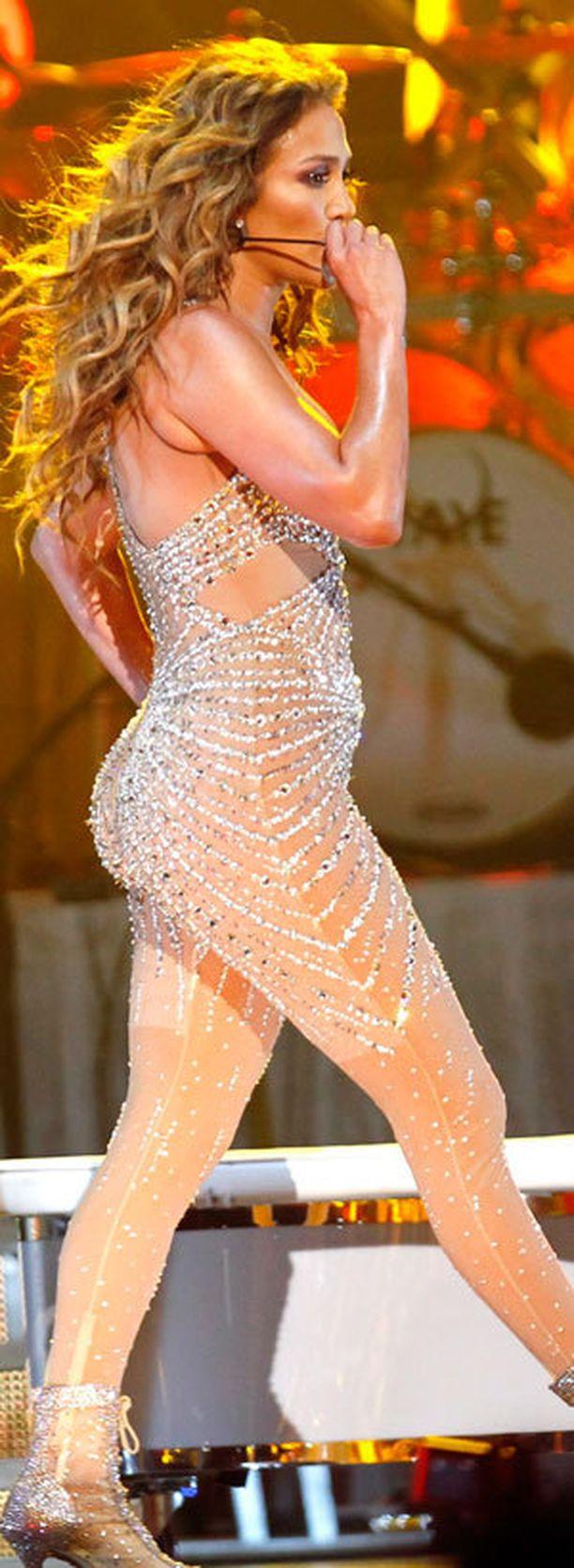 Tämä haalari on nähty Jenniferin yllä maailmankiertueella...