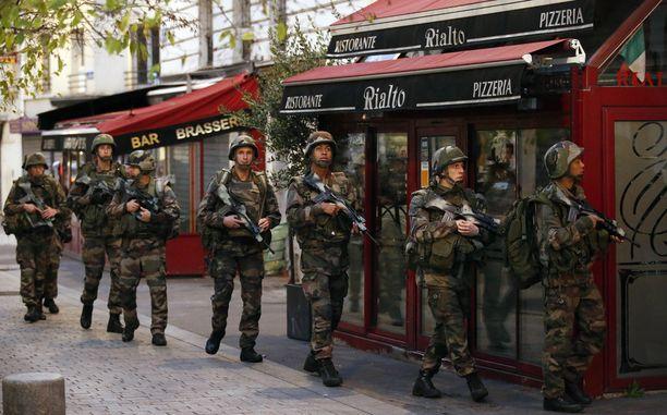 Armeijan joukot saapuivat Pariisin Saint-Denisiin tänään.