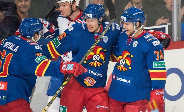 Eetu Pöysti (oik.) palaa Petteri Wirtasen ja Tommi Huhtalan vierelle.