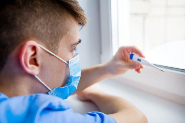 Suurin osa koronavirukseen vakavasti sairastuneista on iäkkäitä. Uudet löydökset voivat selittää, miksi jotkut nuorista miehistä saavat vaikean tautimuodon.