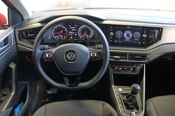 Ohjaamo on parasta Volkswagenia: selkeä, toimiva ja kaikki hallintalaitteet oikein sijoitettu.