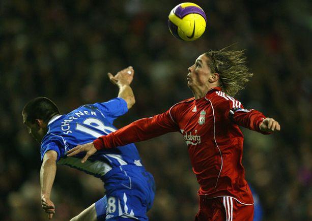 Fernando Torresin (oik.) osuma ei riittänyt Liverpoolille kuin pisteeseen.