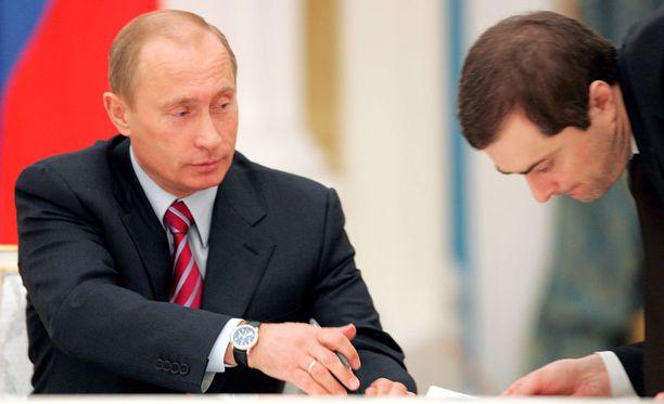 Surkov jakeli vinkkejään Putinille helmikuussa 2007.