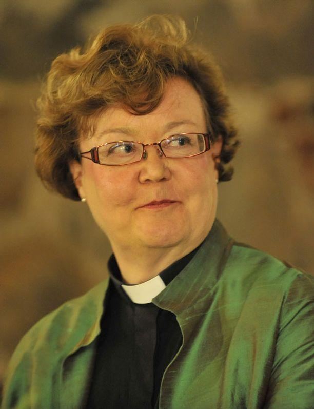 Irja Askola on evankelis-luterilaisen kirkon ensimmäinen piispaksi valittu nainen.