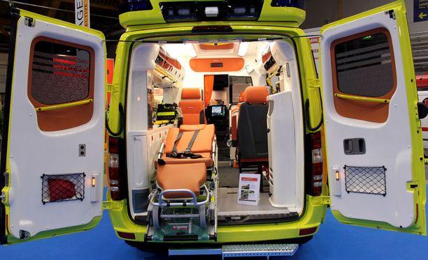 Neuvokkaan auttajan toiminta auttoi ambulanssihenkilökuntaa. Kuvituskuva.