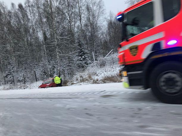 Riihimäen kohdalla Hämeenlinnan moottoritiellä sattui lauantaina ulosajo.