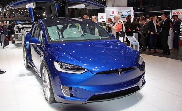 Tesla Model X on Teslan uusi 7-paikkainen SUV-malli eli katumaasturityylinen auto, jonka erikoisuutena ovat ylös nousevat takaovet.