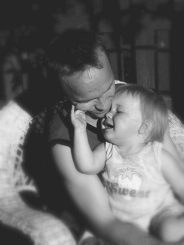 SANOJA EI TARVITA Isä ja tytär juhannuksena.