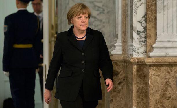 Valko-Venäjän Minskissä järjestettyjen maratonneuvottelujen jälkeen Saksan liittokansleri Angela Merkel kertoi, että mikäli torstaina sovittu tulitauko ei pidä, EU määrää Venäjälle uusia pakotteita.