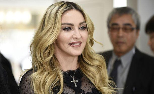 Popin kuningatar Madonna julkaisi Instagram-tilillään videon adoptoimistaan tytöistä, jotka laulavat Twinkle, Twinkle, Little Star -lastenlaulua.