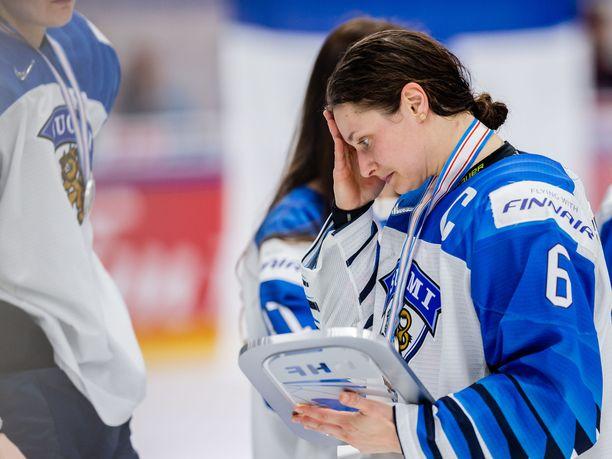 IIHF kertoi MM-finaalin videotuomarin olleen sitä mieltä, että Jenni Hiirikosken kontakti USA-vahtiin ei ollut tahaton ja että Hiirikoski ei tehnyt tarpeeksi minimoidakseen osumaa.