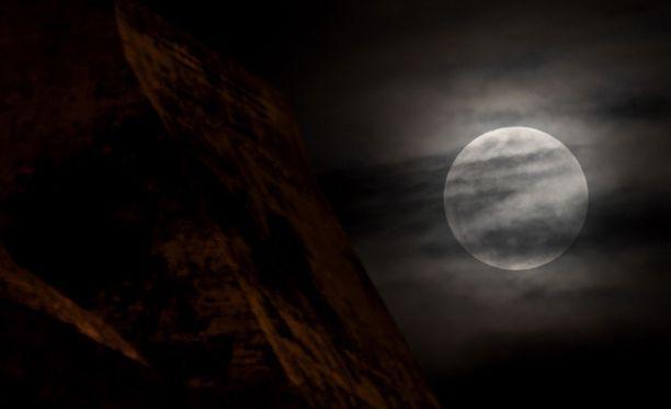 Kuvan superkuu kuvattiin vuoden 2012 toukokuun alussa Kolumbiassa. Myös viime vuoden kesäkuussa superkuu herätti paljon huomiota ympäri maailmaa.