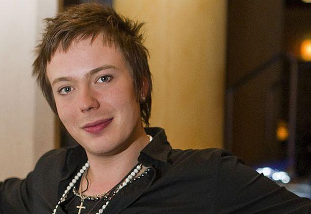 Iltalehden lukijat kuvailevat Eliasta karismaattiseksi laulajaksi.