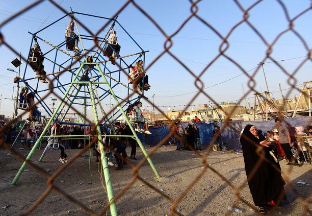 Irakilaisia lapsia leikkimässä Eid al-Fitr -juhlan aikaan Bagdadissa.