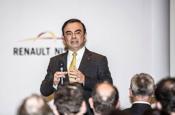 Renault-Nissankin karismaattinen pääjohtaja Carlos Ghosn on ohjannut yhtiötään hankkimaan omistukseensa pienemmän ja vaikeuksissa Mitsubishin