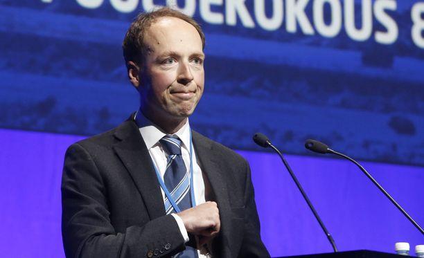 Jussi Halla-aho ei saanut äänestää puoluekokouksessa parinkympin unohduksen takia.
