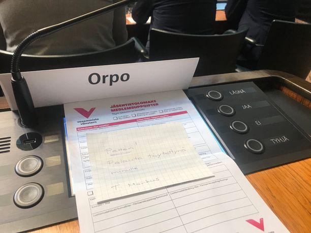 Kokoomuksen puheenjohtajalle Petteri Orpolle tarjottiin keskiviikkona mahdollisuutta liittyä vasemmistoliittoon.