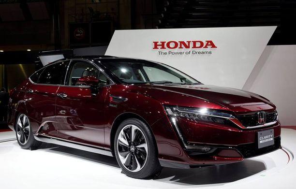 Polttokenno on Hondassa saatu mahtumaan etupellin alle, mikä antaa lisää tilaa matkustamoon.