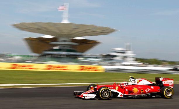 Kimi Räikkönen starttaa huomiseen kisaan vasta kuudennesta ruudusta.