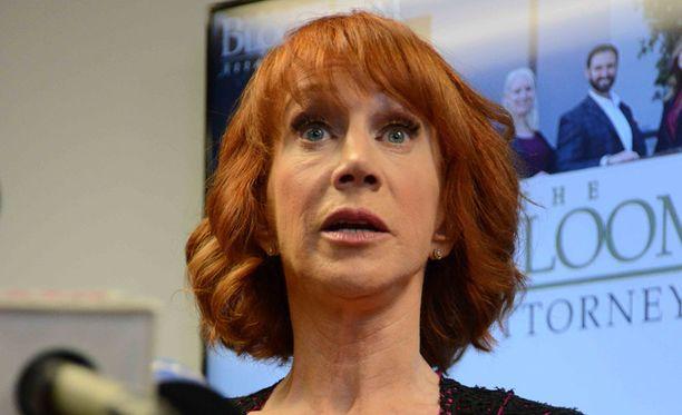 Potkut saanut koomikko Kathy Griffin piti perjantaina lehdistötilaisuuden.