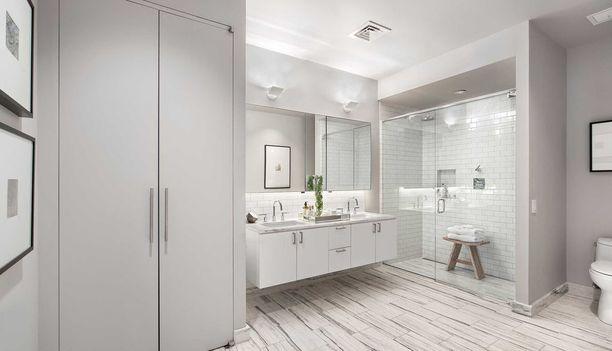 Vaalea kylpyhuone on tyylikäs.