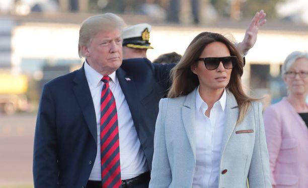 Trump vilkutteli innokkaasti vastaanottajille Helsinki-Vantaalla.