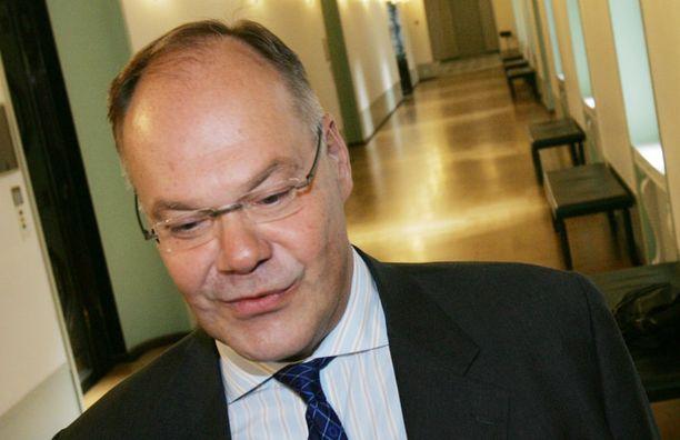 Työeläkejohtaja Matti Vuorialle on junailtu lisäeläke tavallisten eläkeasiakkaiden rahoilla.
