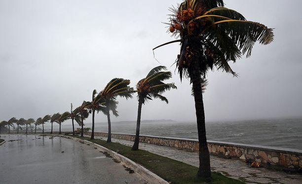 Yli kuusi miljoonaa osavaltion asukasta on paennut myrskyä kodeistaan.