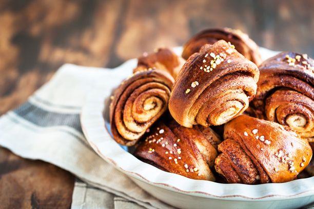 Pullakahvihetkeen voi käydä ostamassa esimerkiksi kampanjan omia pullia tai leipoa puustit omin käsin.