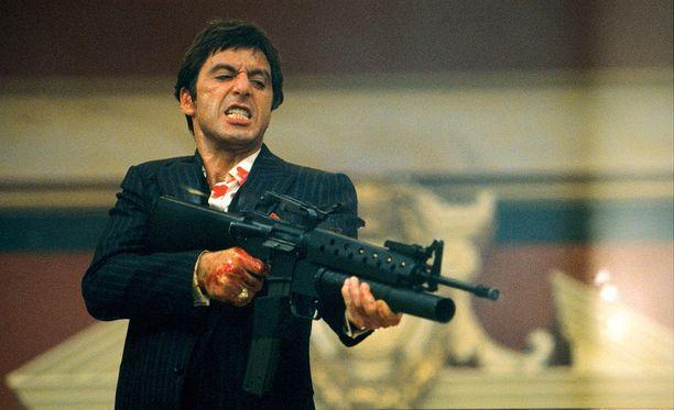Falconin veljesten elämällä oli yhtymäkohtia Al Pacinon esittämään Tony Montanaan elokuvassa Scarface - arpinaama.