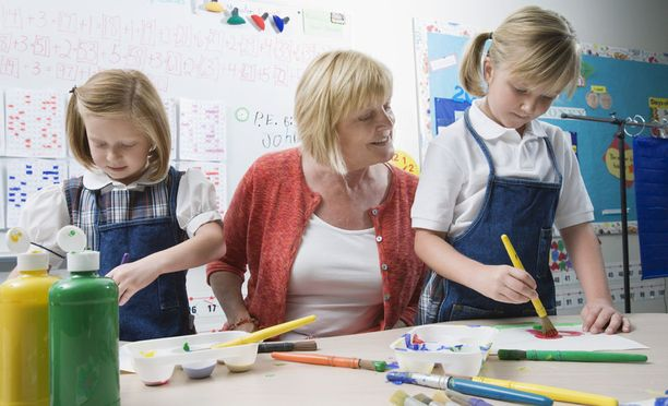 Pätevyysvaatimukset täyttäville lastentarhanopettajille on työtä tarjolla.