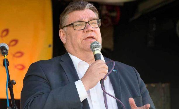 Ulkoministeri Timo Soini puhui vappupuheessaan rukouksista Rukous Suomen puolesta -tapahtumassa. Puheen jälkeen osallistujat lähtivät Jeesus-marssille.