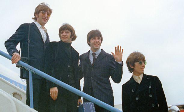 The Beatles vuonna 1966 Lontoon lentokentällä lähdössä Amerikan kiertueelle.
