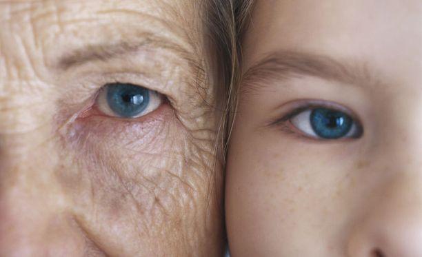Monen naisen mielestä vanheneminen on enemmän kiinni asenteesta kuin ulkonäöstä. Kuvituskuva.