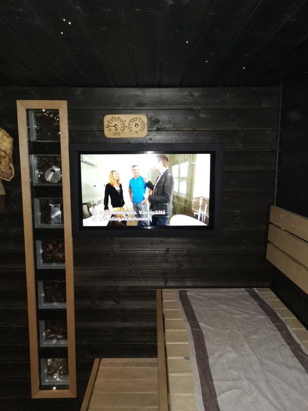 Vantaalaisen Jorin televisio on asennettu taidokkaasti seinän sisään. Ilmanvaihdosta ja lämmöneristyksestä on huolehdittu tarkasti.