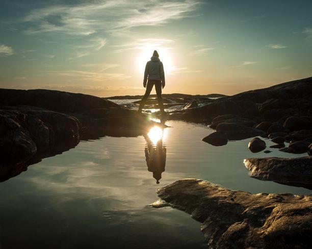 Auringonlasku Kökarin saaristomaisemissa.