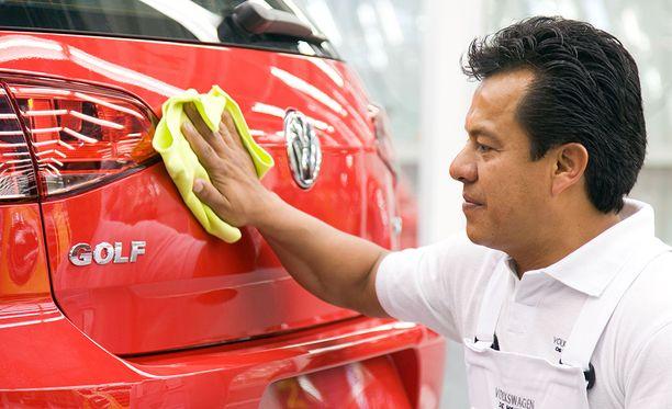 Esimerkiksi VW Golfeja valmistetaan Meksikossa.