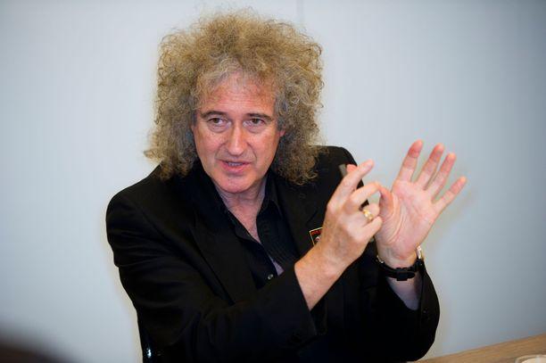 Brian May sai sydänkohtauksen, mutta nyt hänen vointinsa on jo paranemaan päin.