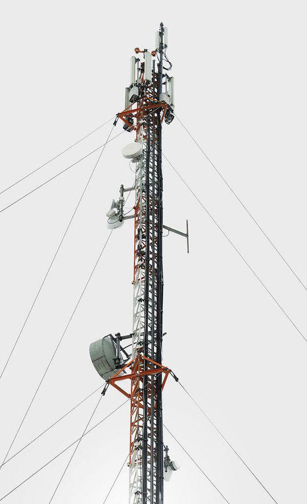 """Kuvituskuva. Oppilaiden mielestä kiipeäminen 100 metriä korkeaan mastoon oli """"siistiä""""."""