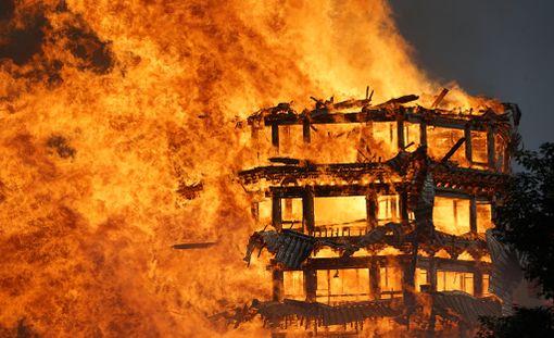 Tulipalo saatiin sammumaan neljässä tunnissa, mutta rakennus oli jo täysin tuhoutunut.