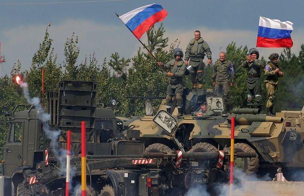 Venäläissotilaat Safe Route -harjoituksen aikana Tjumenin kaupungin ulkopuolella Venäjällä.
