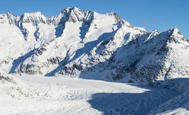 Sveitsin Alpeilla on kuollut kolme ihmistä erillisissä lumivyöryissä. Kuvituskuva