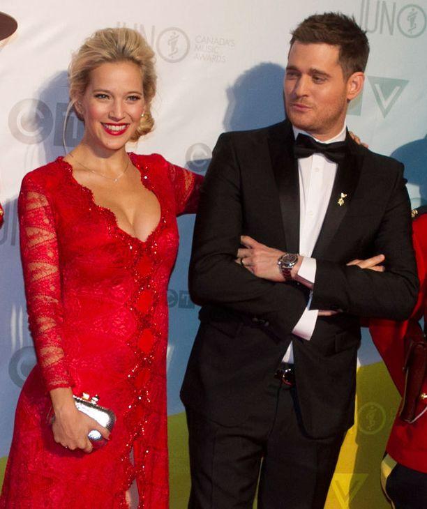 Bublen Luisana-vaimo on argentiinalainen näyttelijä-laulaja-malli.